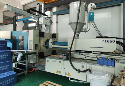 650 tons injection molding machine processing